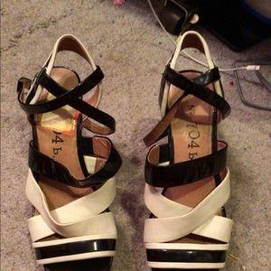 NWT gorgeous sandals